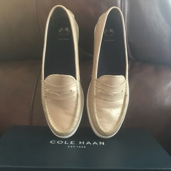 95b40040597 Cole Haan Shoes - Authentic women s Cole Haan Nantucket loafers!